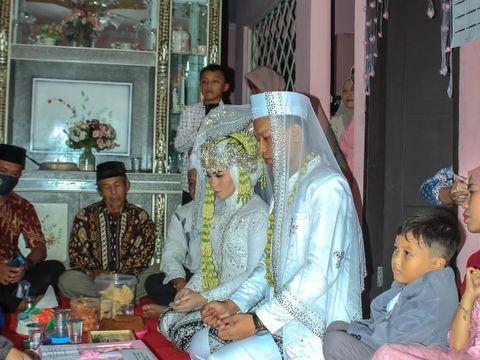 Foto pasangan Sarah Latipah dan Jeri Ardiyanto viral di media sosial.