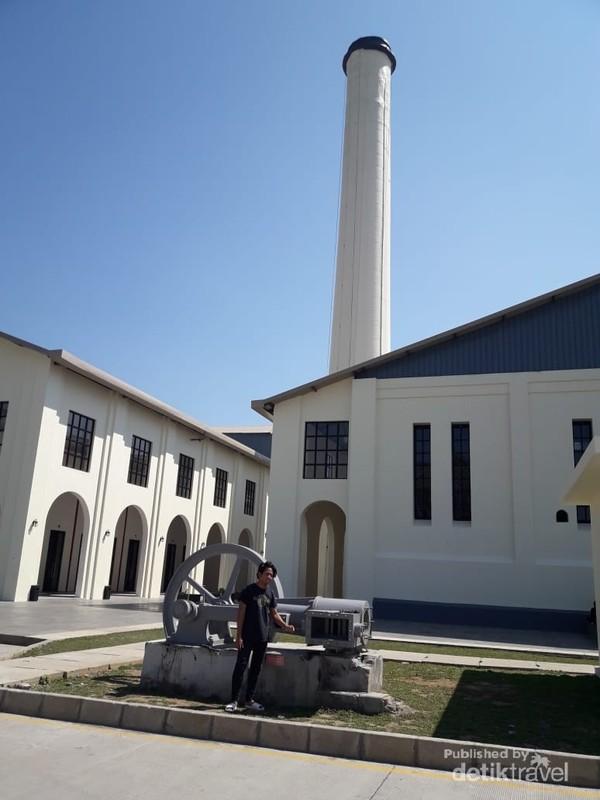 Proses pembuatan gula pasir harus melewati setiap stasiun, mulai dari penggilingan, dipotong dan dimurnikan