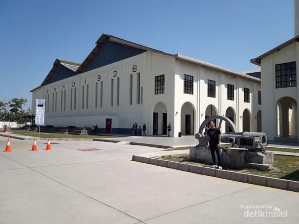 Museum De Tjolomadoe awalnya merupakan sebuah Pabrik Gula