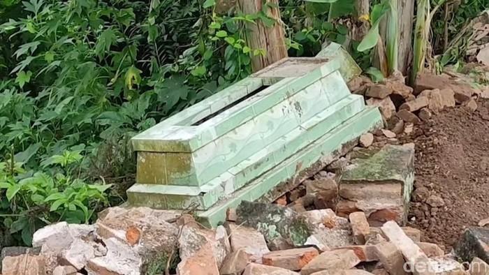 perusakan makam di banyuwangi