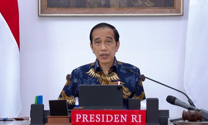 Presiden Jokowi saat memimpin rapat evaluasi PPKM, Senin (6/9)