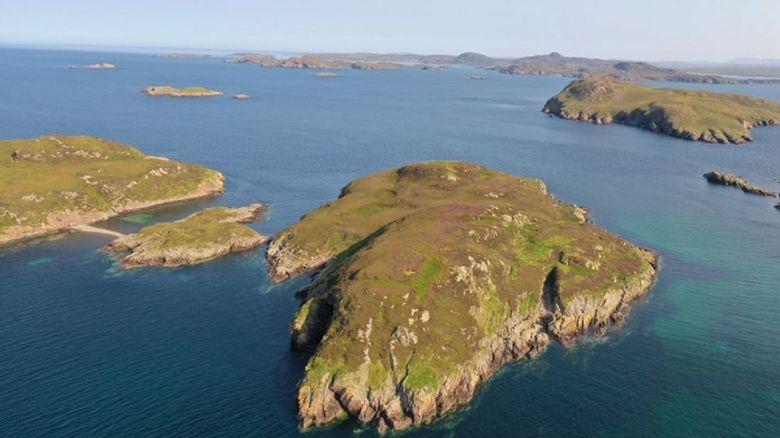 Pulau terpencil di  Skotalndia