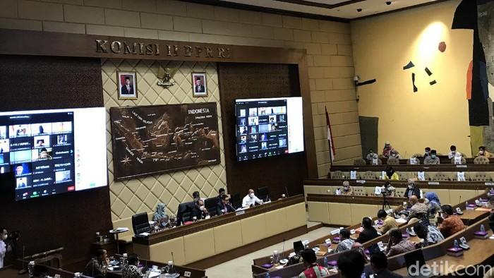 Rapat Komisi II DPR dan KPU, Senin (6/9/2021).