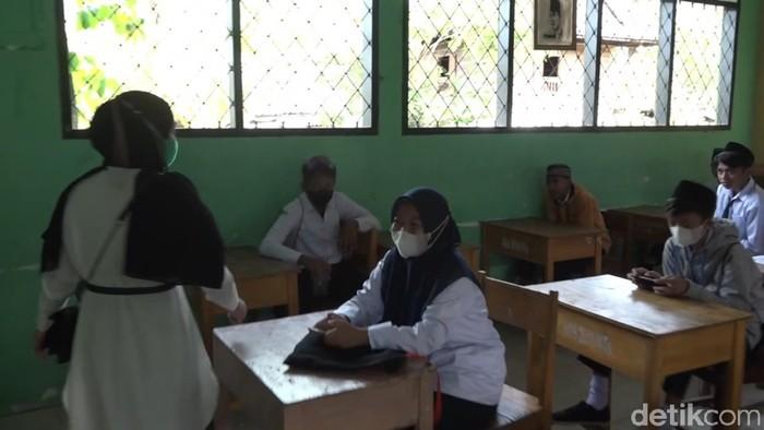 Sejumlah murid di Polman tak pakai masker saat PTM di kelas