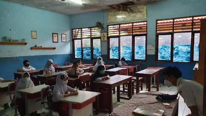 Sekolah tatap muka di SDN Kota Baru II Kota Bekasi (Isal Mawardi/detikcom