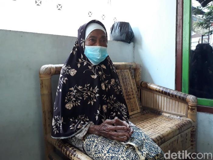 Tuginem, nenek yang wakafkan mobil ambulans di Bantul, Senin (6/9/2021).