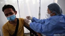 Vaksinasi COVID-19 terus digencarkan. Salah satunya dilakukan oleh Pemuda Siaga Pandemi (PSP) Bervaksin di Kampus Akademi Bela Negara Partai NasDem, Jakarta.