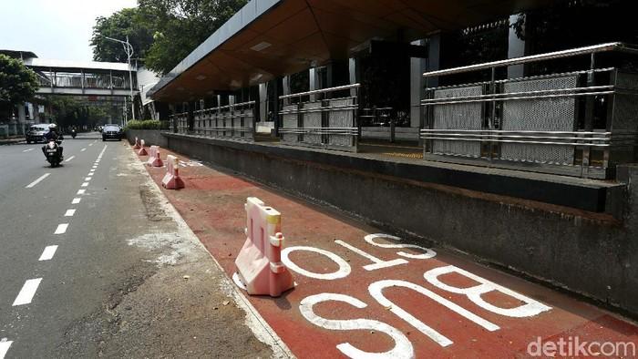 Penataan halte bus TransJakarta di Stasiun Palmerah telah terlihat bentuknya. Dengan penataan ini diharapkan KRL bisa terintegrasi dengan transportasi lainnya.