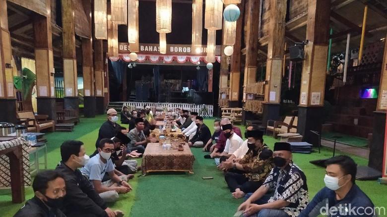 Doa bersama para pengelola Daya Tarik Wisata Kabupaten Magelang di Wisata Kelinci Desa Bahasa Borobudur.