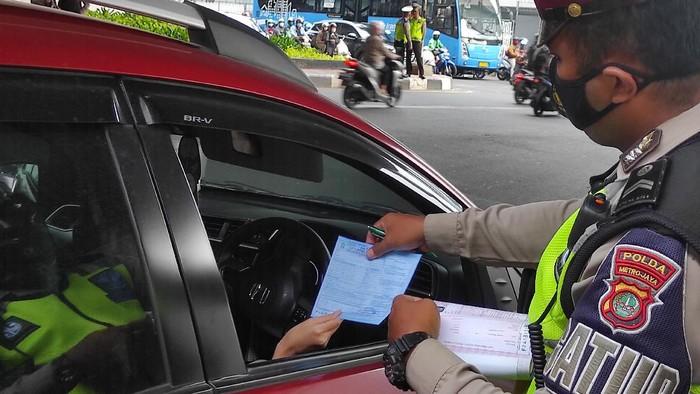 Ganjil genap di Jalan Rasuna Said Jaksel (Foto: Azhar/detikcom)