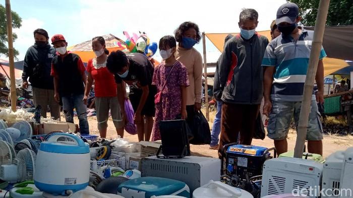 Tak hanya mal yang mulai beraktivitas secara ekonomi, di pasar barang bekas atau Klithikan, Klaten, Jawa Tengah juga mulai menggeliat.