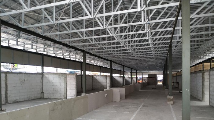 Kondisi pembangunan Pasar Kambing Tanah Abang, Selasa (7/9/2021). Proyek pembangunan hampir rampung, kios-kios telah selesai dibangun tinggal pembersihan akhir.