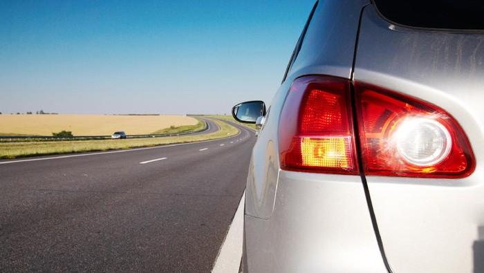 Lampu sein dan lampu rem mobil