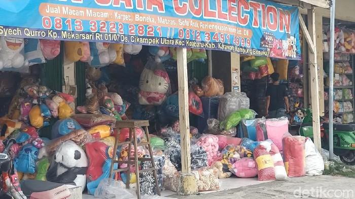 Melihat eksistensi kampung boneka di Karawang