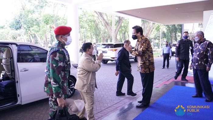 Menhan Prabowo Subianto mengunjungi ITS, Senin (6/9/2021). Kunjungan Prabowo dalam rangka kerja sama di bidang penelitian dan inovasi teknologi.