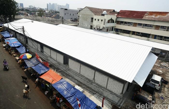 Pasar Lontar atau Pasar Kambing di Tanah Abang terbakar beberapa bulan silam. Kini pembangunan kembali pasar tersebut hampir rampung, termasuk bagian dalam tempat pedagang berjualan.