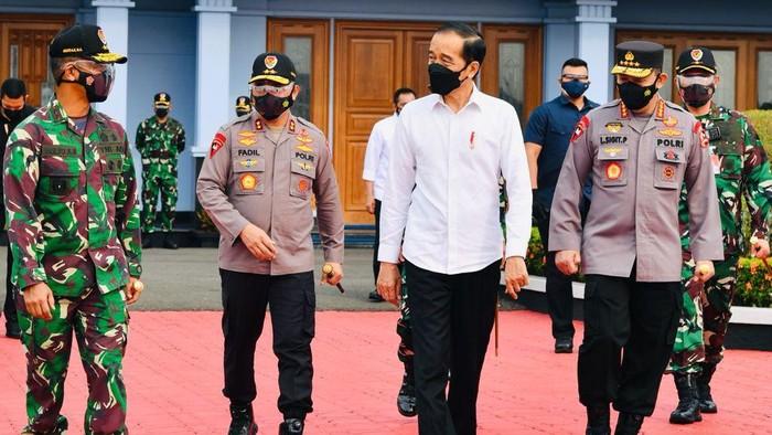 Presiden Jokowi dan rombongan hendak menuju ke Jawa Timur (Foto: Laily Rachev - Biro Pers Sekretariat Presiden)