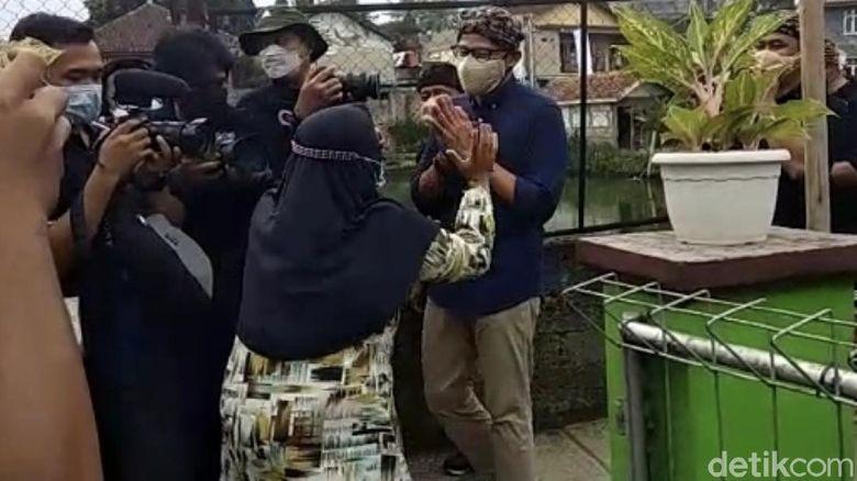 Emak-emak di Sukabumi Ini Teriak Histeris, Doakan Sandiaga Jadi Presiden