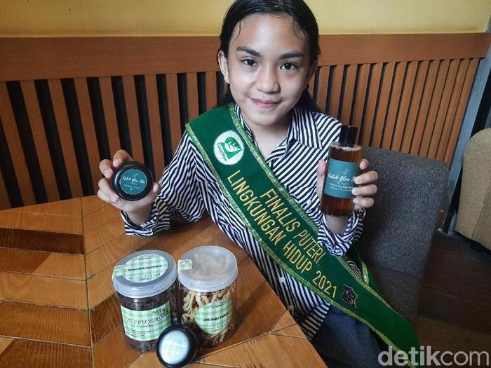 Selama pandemi COVID-19, bukan berarti tidak bisa mengembangkan ide dan inovasi. Sheyreen Callista Navilla, pelajar SMP Negeri 1 Surabaya ini membuktikan dengan mengolah daun katuk menjadi skincare wajah dan badan sehingga kulit terlihat glowing.