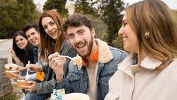 5 Kebiasaan Makan yang Bikin Gampang Terinfeksi Covid-19