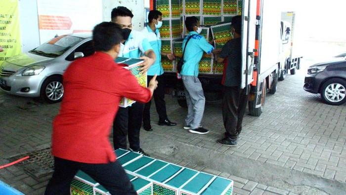 Berbagai pihak terus mendukung upaya pemerintah dalam penanggulangan pandemi. Seperti yang dilakukan oleh Jamkrindo ini meberikan bantuan paket untuk nakes.