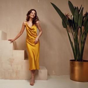 Ladies, Pakai 5 Model Dress Ini untuk Tampil Menawan di Pesta Outdoor