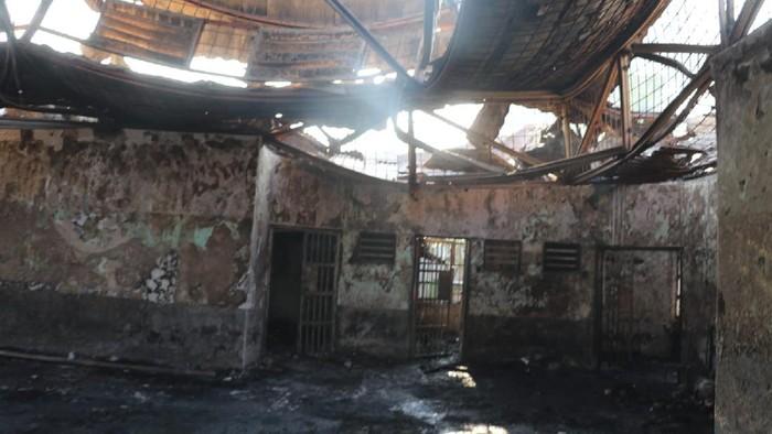 Foto suasana Blok C2 pascakebakaran di Lapas Dewasa Klas 1 Tangerang, Tangerang, Banten, Rabu (8/9/2021). Sebanyak 41 warga binaan tewas akibat kebakaran yang membakar Blok C 2 Lapas Dewasa Tangerang Klas 1 A pada pukul 01.45 WIB Rabu dini hari. ANTARA FOTO/Handout/Bal/aww.