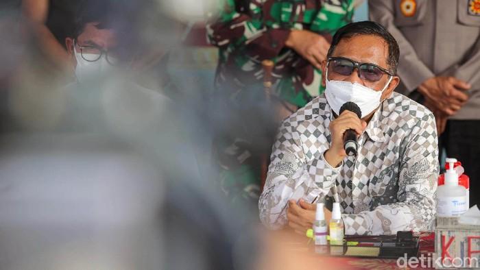Menko Polhukam Mahfud MD menyambangi lokasi kebakaran Lapas Kelas I Tangerang, Rabu (8/9). Mahfud meninjau kondisi Lapas.