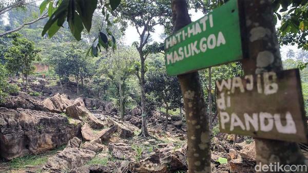 Melakukan aktivitas luar ruangan merupakan salah satu alternatif yang bisa dilakukan saat pandemi seperti ini. Salah satunya adalah melakukan tracking menuju Gua Garunggang, Sentul, Kabupaten Bogor, Jawa Barat.