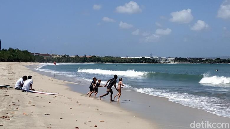 Pantai Kuta, Bali dibuka untuk wisatawan. (Sui/detikcom)