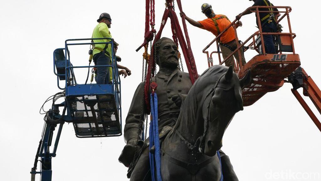 Patung Tokoh Perbudakan AS, Robert Lee Dibongkar