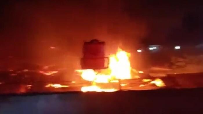 Kebakaran terjadi di Lapas Tangerang pada dini hari tadi. Kobaran api tersebut menewaskan 41 orang napi.