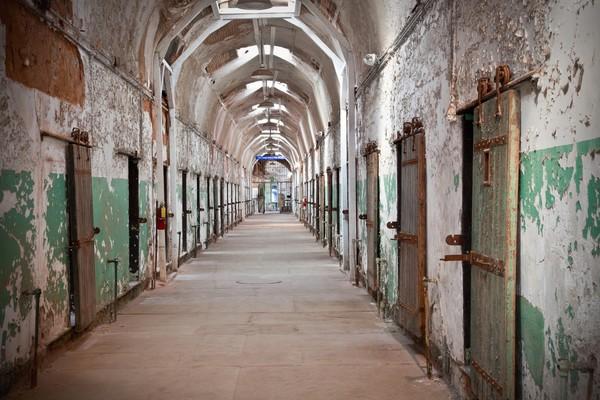 Pada tahun 1971 penjara ini ditutup. Menurut cerita yang beredar, cerita paling horor pernah terjadi pada sel tahanan nomor 12, 6, dan 4. (Getty Images/iStockphoto)