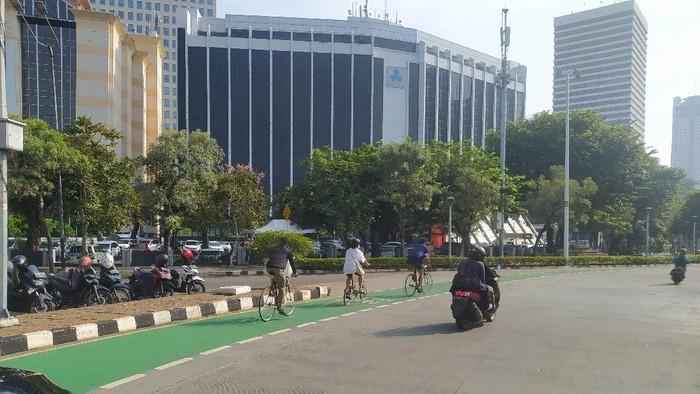 Pesepeda di Jalan Sudirman, Jakarta Pusat