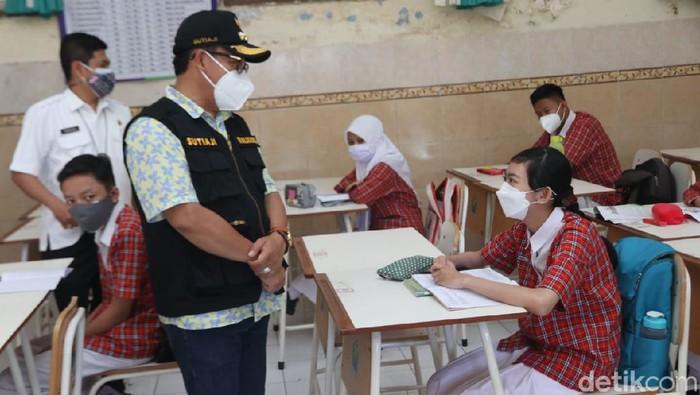 Pembelajaran tatap muka (PTM) untuk SD dan SMP di Kota Malang sudah digelar. Wali Kota Sutiaji meminta aspek kesehatan menjadi komitmen utama.