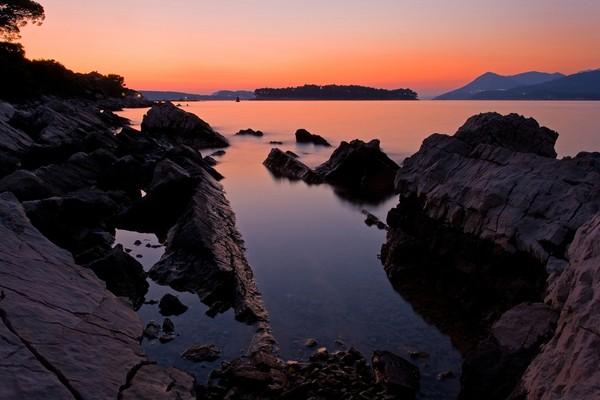 Kini pulau cantik itu dijual sampai diskon 50 persen, tapi tetap saja tak ada yang mau beli. (Getty Images/iStockphoto)