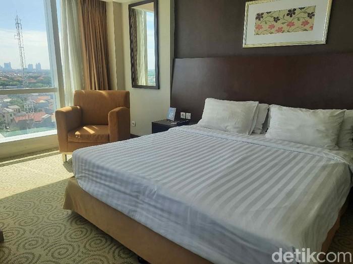 Okupansi hotel di Surabaya sempat di bawah 10 persen selama PPKM. Namun setelah Kota Pahlawan turun ke level 2, okupansi hotel mulai naik hingga 50 persen.