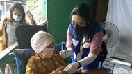 Berkaca dari Singapura, Menkominfo Minta Lansia Segera Vaksinasi
