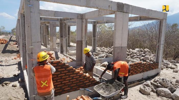Pembangunan rumah khusus bagi masyarakat terdampak bencana badai siklon tropis Seroja di NTT telah mencapai 39,65%. Kementerian Pekerjaan Umum dan Perumahan Rakyat (PUPR) terus kebut pembangunan tersebut.