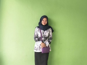 Guru Bahasa Indonesia Ini Viral Setelah Ungkap Gajinya, Bikin Netizen Sedih