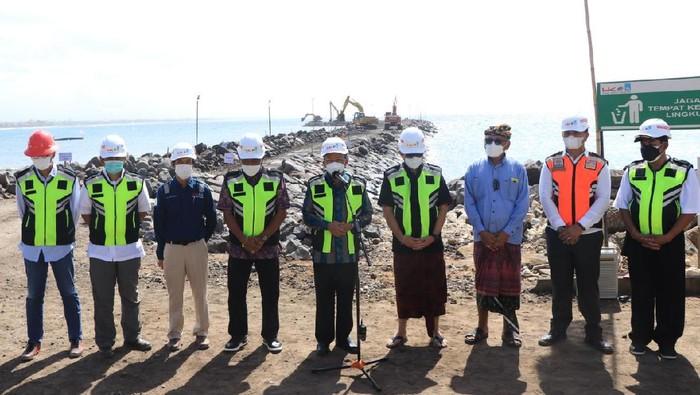 Gubernur Bali Wayan Koster tinjau progres pembangunan Pelabuhan Sanur di Kota Denpasar (Foto: dok. Pemprov Bali)