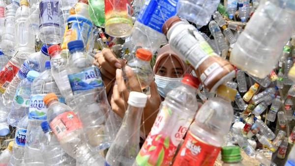 Museum tersebut bertujuan mengkampanyekan penggunaan plastik sekali pakai yang banyak mengotori sungai-sungai Indonesia.