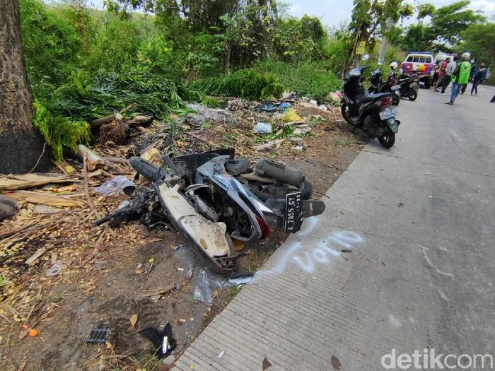 Kecelakaan beruntun di Sigar Bencah Semarang, Kamis (9/9/2021). Akibat peristiwa ini empat orang dilaporkan meninggal dunia di lokasi.