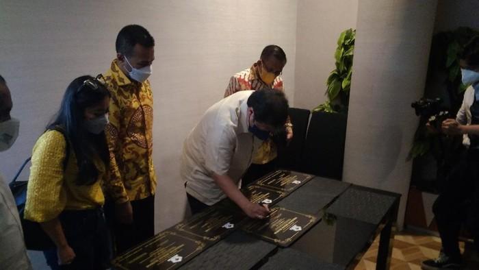 Ketum Partai Golkar resmikan program bedah rumah di Sumut