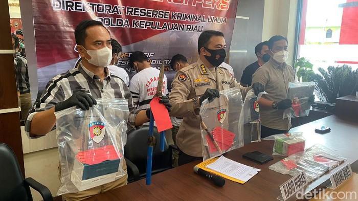 konferensi pers penangkapan 3 pencuri spesialis bobol rumah di Batam (Raja Adil Siregar/detikcom)