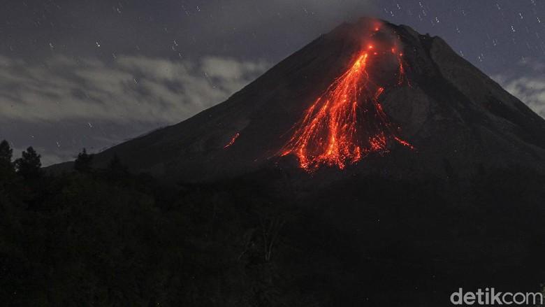 Gunung Merapi kembali mengeluarkan lava pijar. Sebanyak 46 kali lava pijar dimuntahkan pada Rabu (8/9) pukul 18.00 WIB hingga Kamis (9/9) pukul 06.00 WIB.