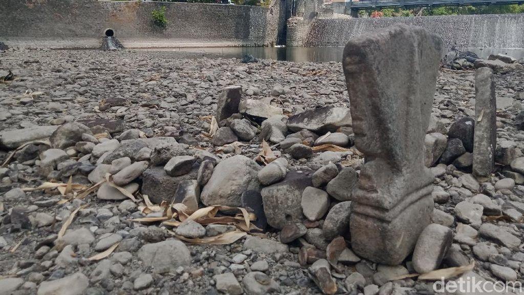 Nah Loh! Ada 2 Gundukan Mirip Makam di Anak Sungai Bengawan Solo