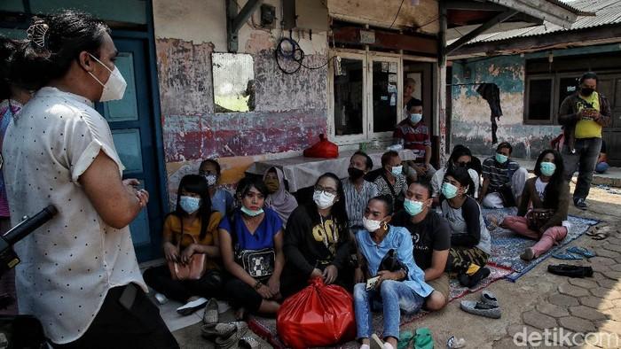 Yayasan Srikandi Sejati dan Puskesmas Kecamatan Koja menggelar pemeriksaan kesehatan untuk para kaum transpuan di Jakarta Utara.
