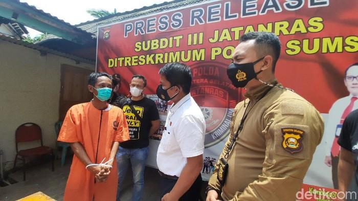 Residivis kasus pembunuhan sadis di Palembang ditangkap usai beberapa kali melakukan pembegalan. Pelaku kecanduan judi online. (Prima S/detikcom)