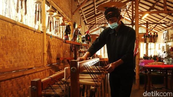 Saat ini tingkat kewaspadaan risiko penyebaran COVID-19 di Kota Bandung ada di zona kuning. Objek wisata pun akan dibuka dan diujicobakan, salah satunya Saung Angklung Udjo.